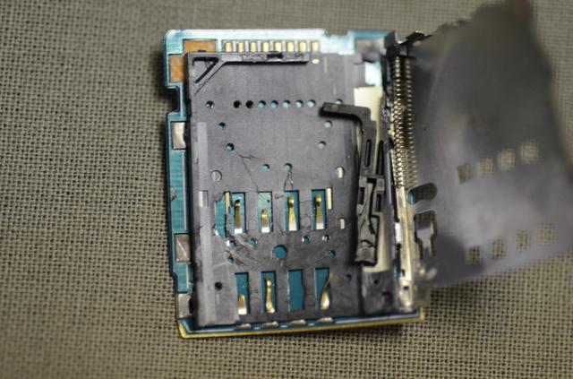 Поврежденный слот SIM-карты