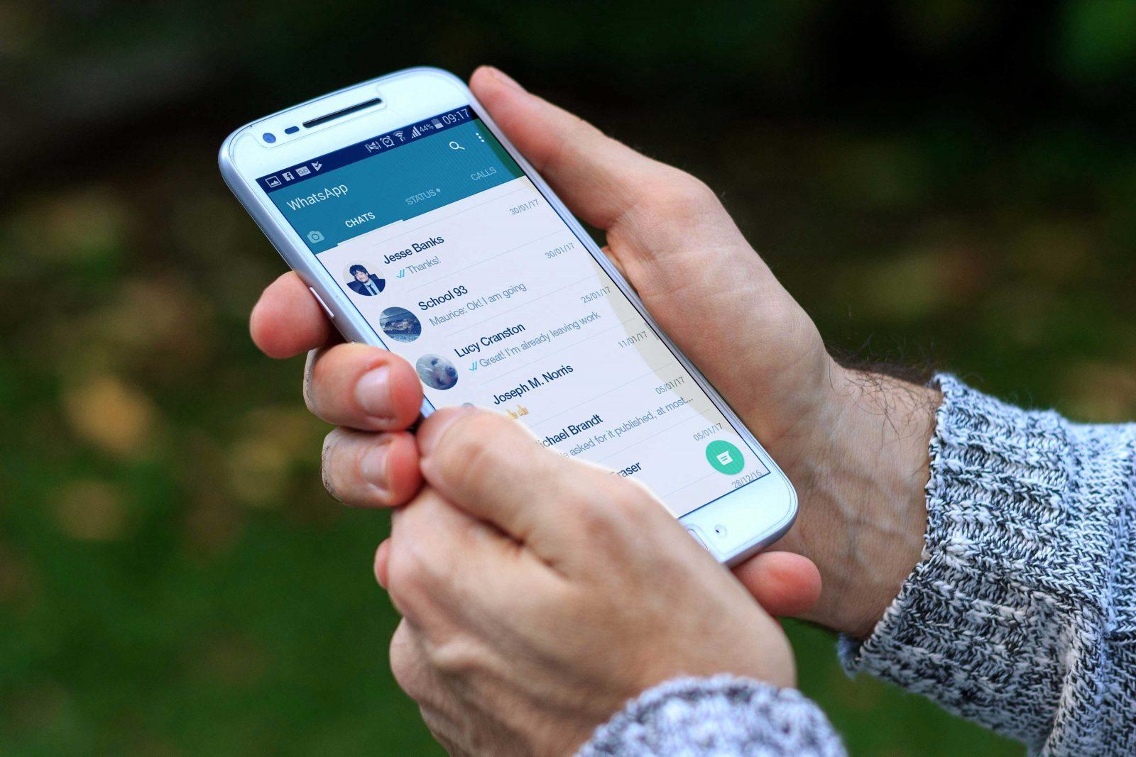 Список контактов на смартфоне